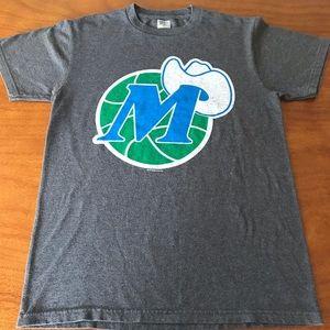 Dallas Mavericks S T-shirt vtg  Hat logo throwback